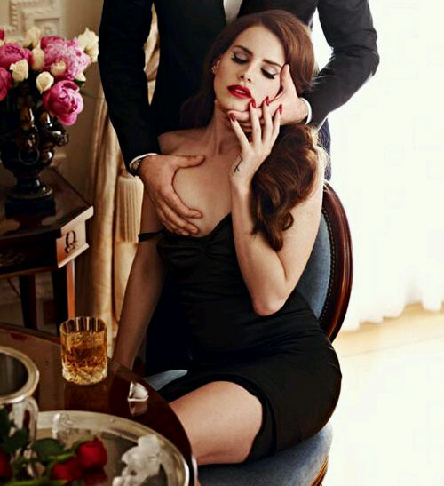 Lana-Del-Rey-boob-GQ